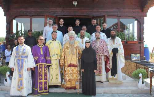 IPS Irineu a slujit la hramul Mănăstirii Dobriţa