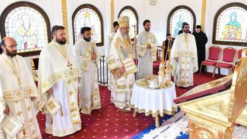 Patriarhul Daniel oficiind Sfanta Liturghie in Paraclisul Sf Grigorie Luminatorul de Sfantul Ilie