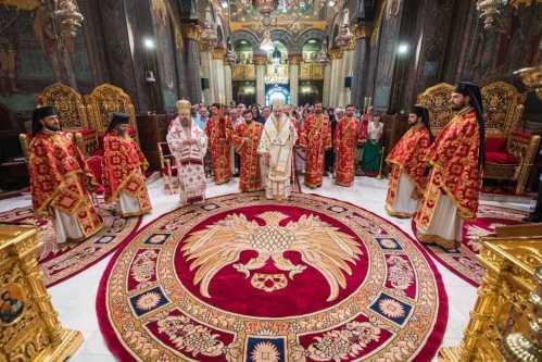 Taina Învierii lui Hristos este ascunsă în Sfânta Cruce, a spus PF Daniel în Catedrala Patriarhală (2)