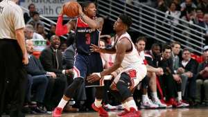 CHICAGO, IL - JANUARY 14: Bradley Beal #3 of the Washington Wizards passes the ball Jimmy Butler #21 of the Chicago Bulls on January 14, 2015 at the United Center in Chicago, Illinois. NOTE TO USER: User expressly acknowledges and agrees that, by downloading and or using this Photograph, user is consenting to the terms and conditions of the Getty Images License Agreement. Mandatory Copyright Notice: Copyright 2015 NBAE (Photo by Joe Murphy/NBAE via Getty Images)