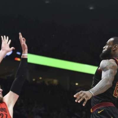 LeBron James dunk on Nurkic