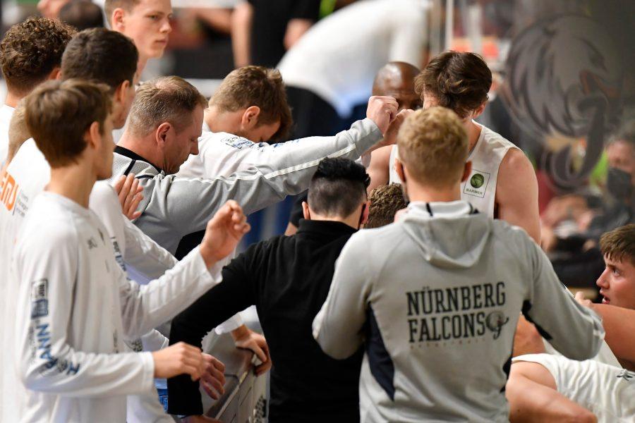 Falcons siegen und stehen auf Platz 14