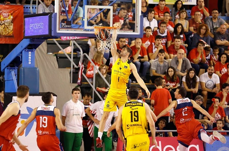 Santi Yusta comienza a reivindicarse y hace su mejor partido en ACB