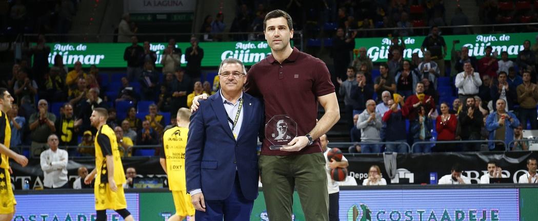 Sekulic recibió un homenaje por su pasado aurinegro