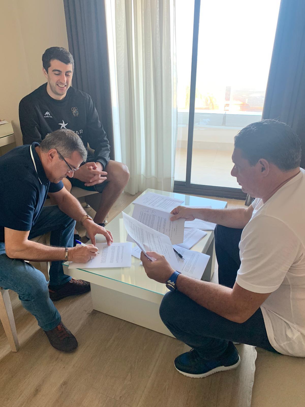 Gio Shermadini amplía su contrato y será aurinegro tres temporadas más