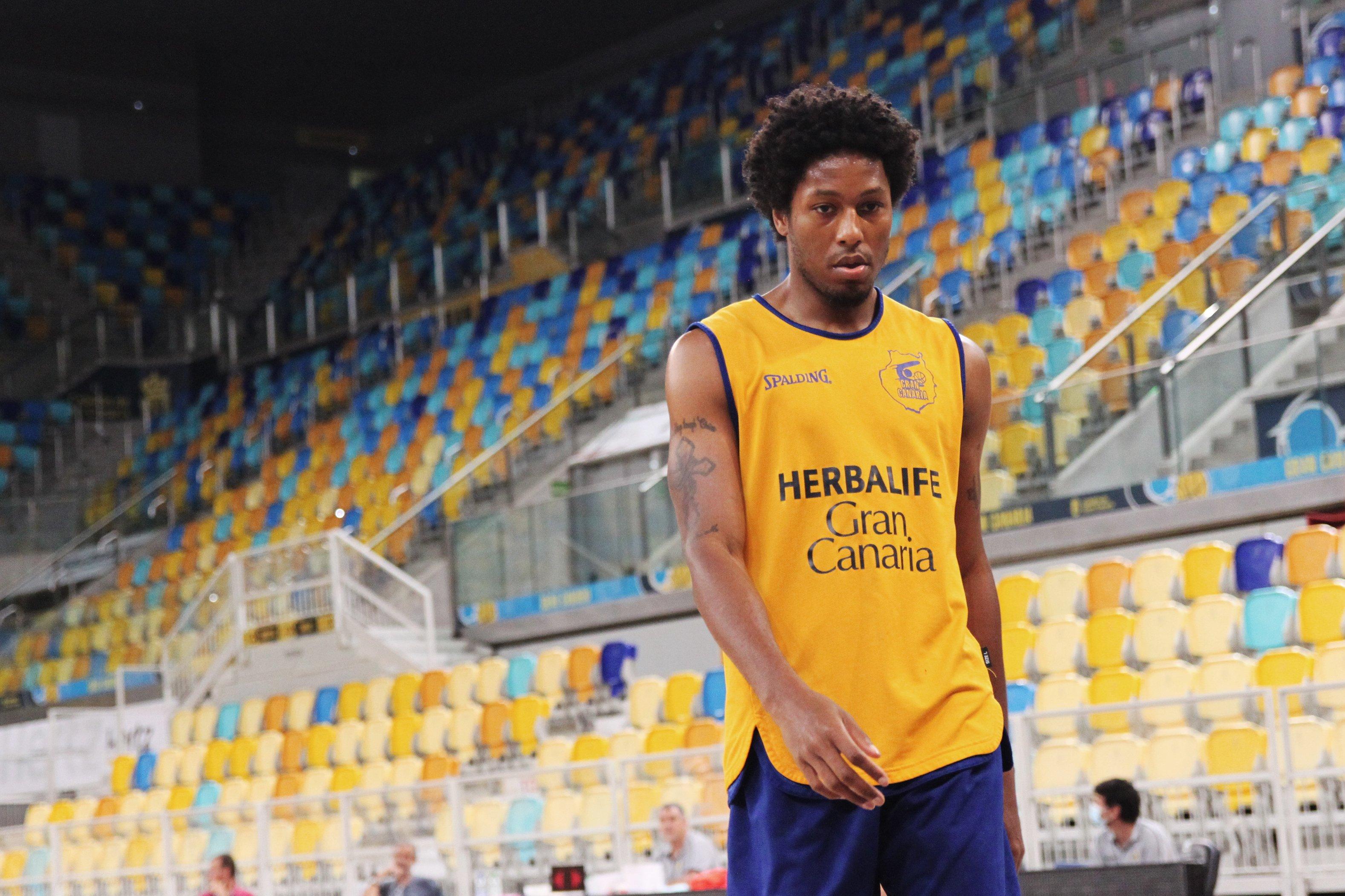 El Gran Canaria-Claret comienza a entrenar con contacto físico y en la cancha principal