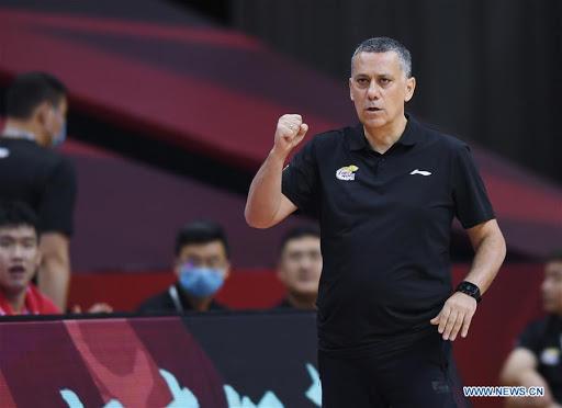 Alejandro Martínez debuta con victoria en China, como entrenador eventual