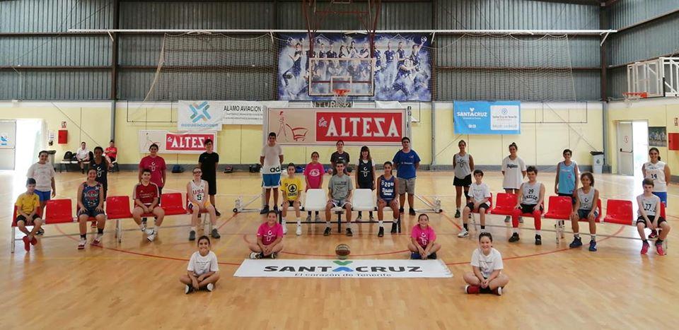 Unelco y Tenerife Central prolongan sus Jornadas de Tecnificación a agosto, tras el éxito de julio