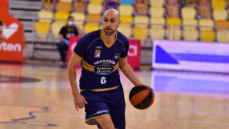 Albert Oliver se queda hasta final de temporada en Obradoiro