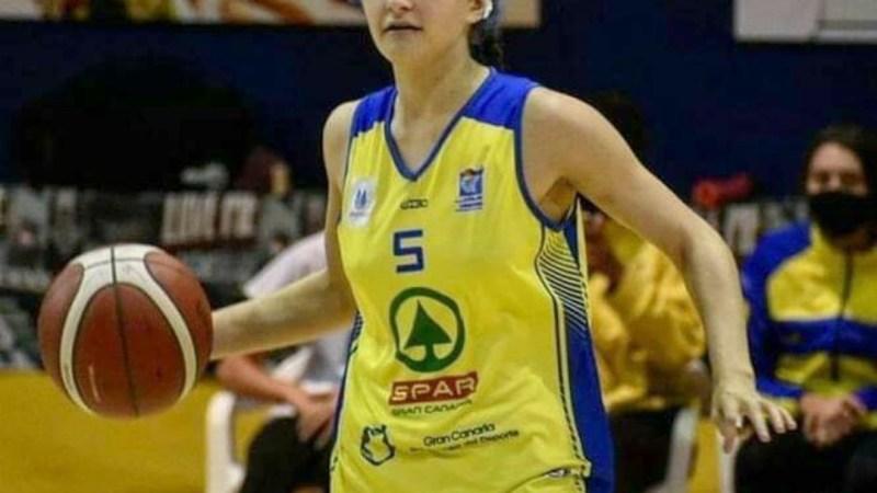 María Doreste debutó con quince años en Liga Femenina