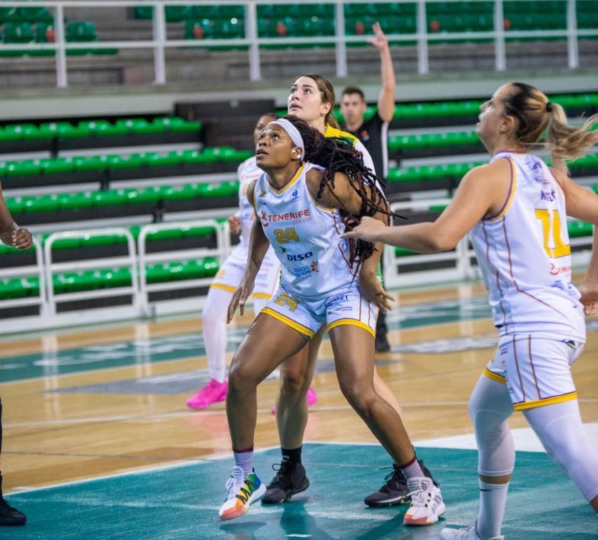 El Clarinos sufre para ganar en Cáceres y lograr la séptima victoria