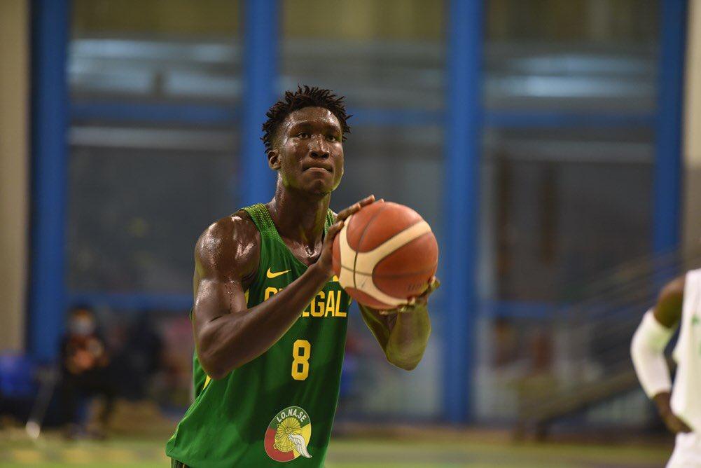 Khalifa Diop quiere adueñarse del Africabasket U18 y se exhibe en el primer partido
