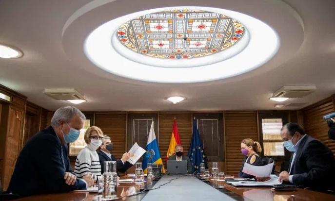Canarias actualiza las medidas de contención de la COVID-19 con restricciones que entran en vigor el lunes 11