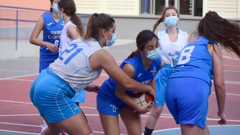 Barrera y Medina, jugadoras precadetes del Echeyde: «Con la mascarilla no puedes respirar de manera correcta»