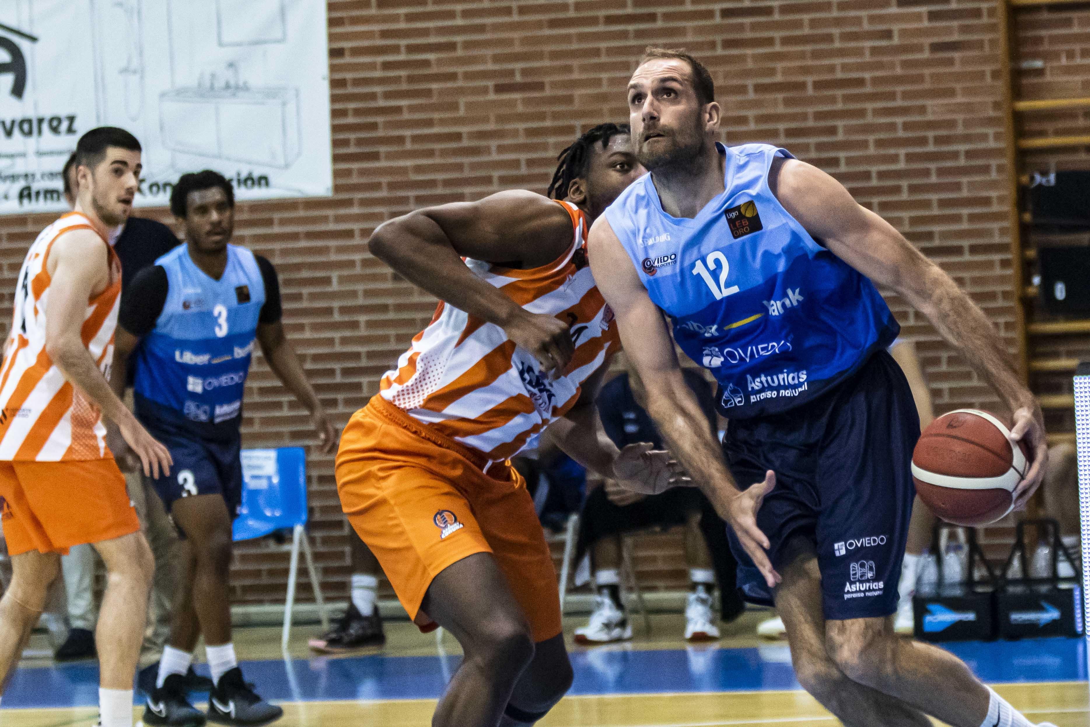 Óliver Arteaga jugará su quinta temporada en el Oviedo Baloncesto