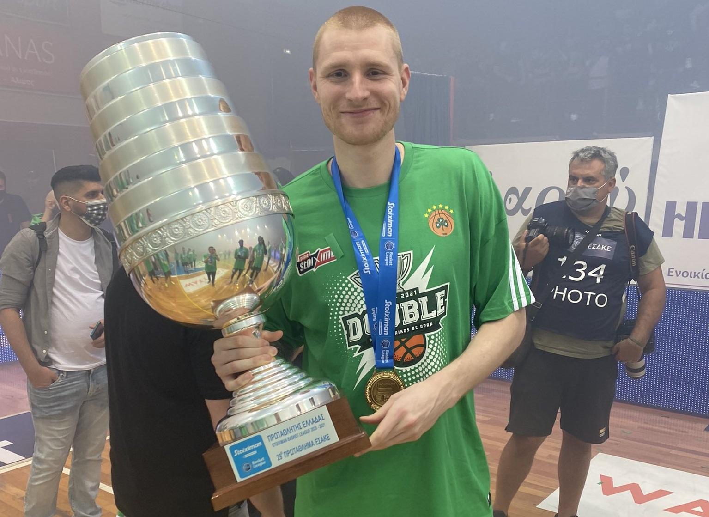 Aaron White, campeón de liga en Grecia