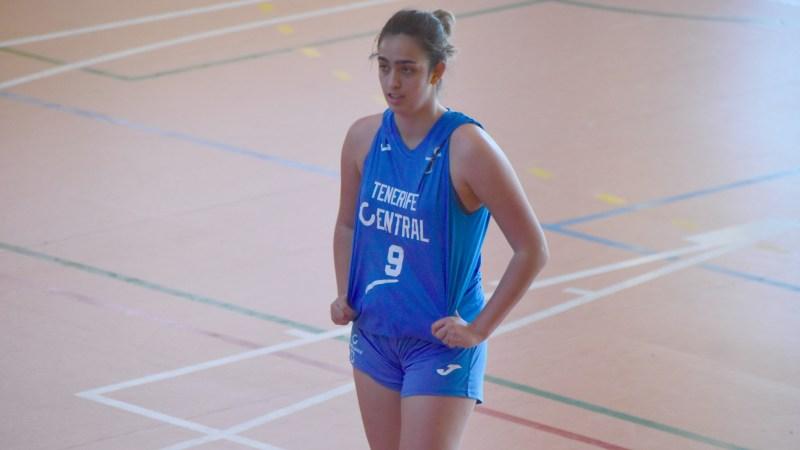 Carla Ojeda no se mueve del Tenerife Central