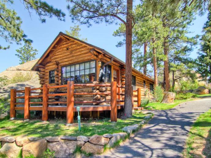 a weekend guide to estes park hotels and awesome things to do