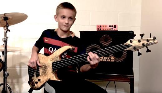 えっ、まだ13歳!フレットレスベースを弾きこなすガブリエル君が間もなくデビュー!