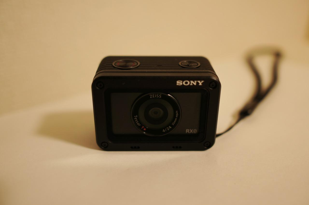 ソニーのデジカメDSC-RX0、正面