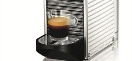 Nespresso sceglie un design elegante per Pixie Stainless Steel. Nuovi elementi in acciaio per la più piccola ed ergonomica macchina Nespresso