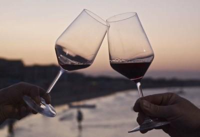 vino-brindisi-tramonto