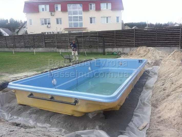 Установка бассейна из композита для дачи фотография 2.