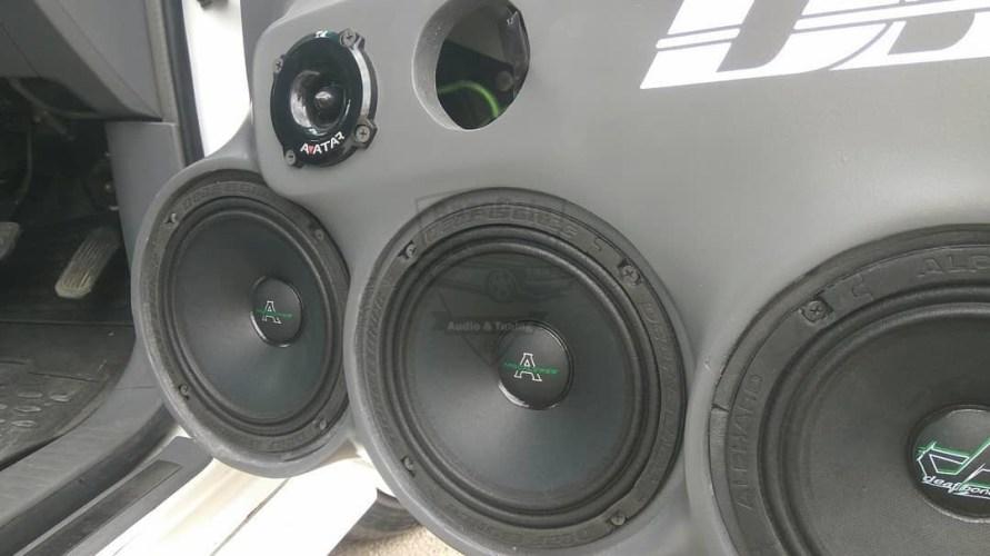 Громкий фронт на Toyota Ipsum - BassGain