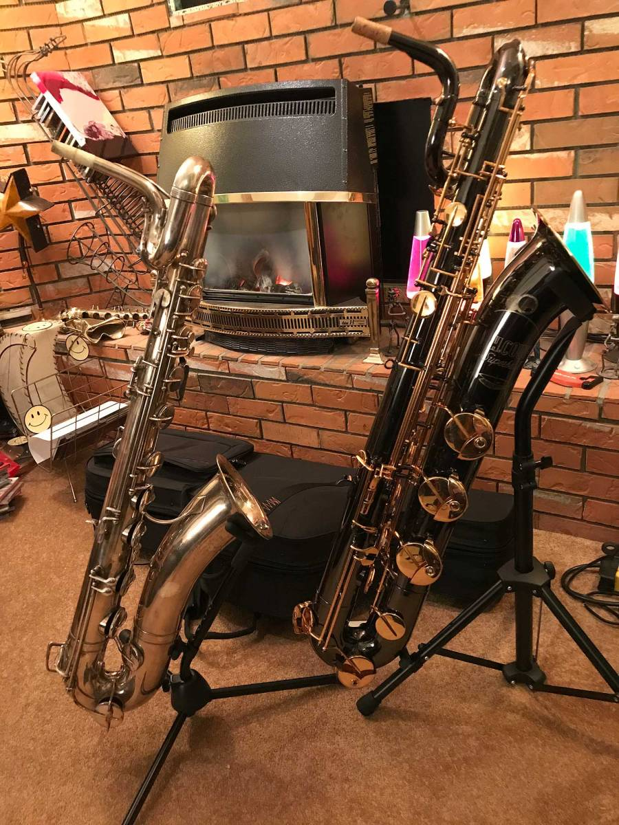 two baritone saxophones, high pitch vs low pitch bari, high pitch Evette Shaeffer baritone, low pitch, Herb Couf Superba II bari, silver sax, black nickel plated bari sax