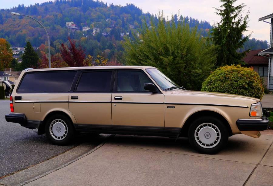 1991 245 Volvo, Volvo station wagon, 200 series, gold wagon, Swedish car