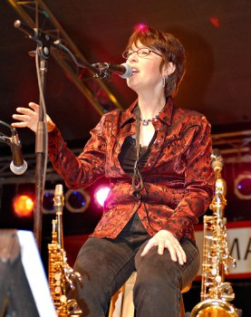 Rindy Ross, female musician, soprano saxophone, alto saxophone, microphone, singer