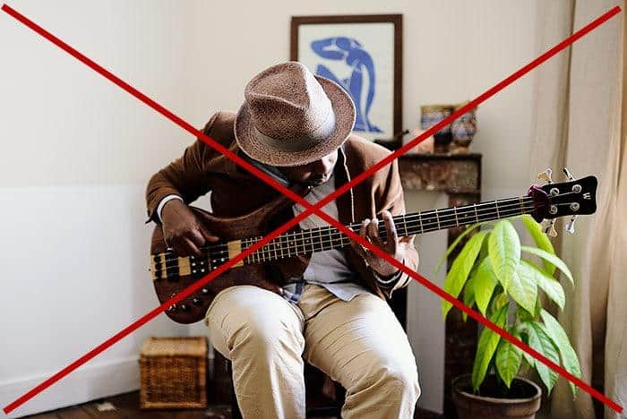 mauvaise posture avec guitare basse 4