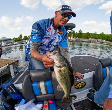 Livingston pro Andy Morgan loads up at Pickwick Lake. Photo by Joel Shangle.