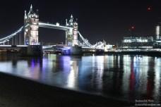 Il bellissimo Tower Bridge di sera
