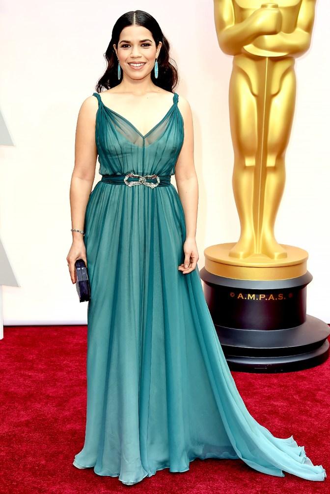 America Ferrera in Jenny Packham. Promossa in pieno solamente per il colore dell'abito. Lo adoro!