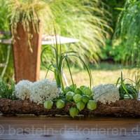 Sommerliche Blumen- Tischdeko