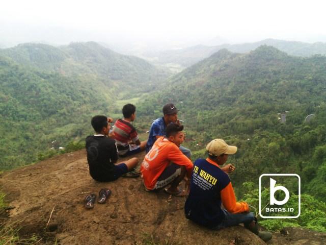 ©batas.id/reymond supriyanto/dari salah satu puncak watu adeg