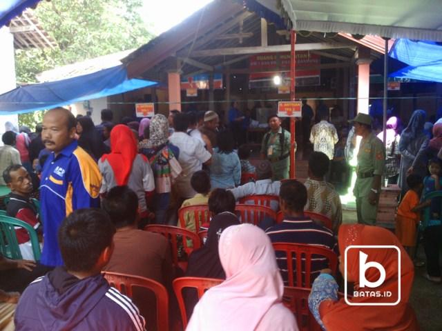©batas.id/foto gunawan w/antrian para pemilih di tps