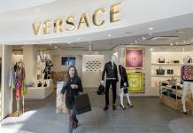 Strategi Versace Optimalkan Pengalaman Pelanggan