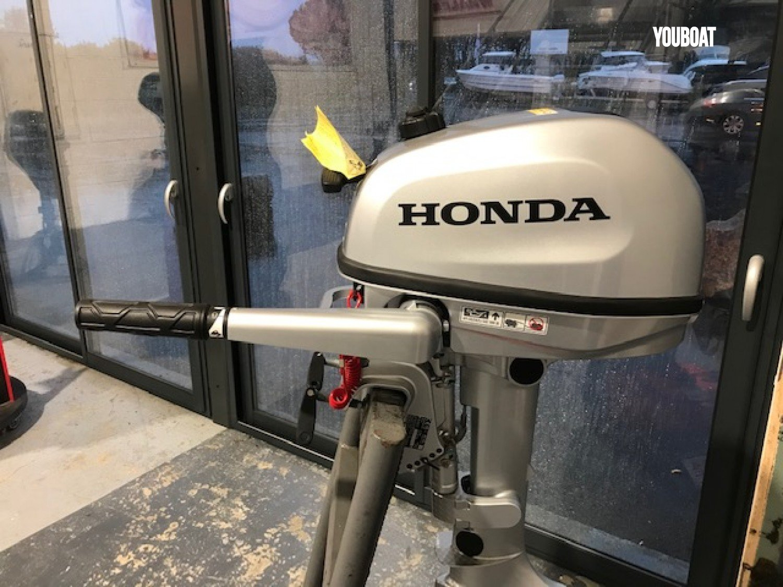 Vente Honda 6 Cv Neuf Moteur De Bateau Hors Bord En Ille Et Vilaine France Youboat Fr