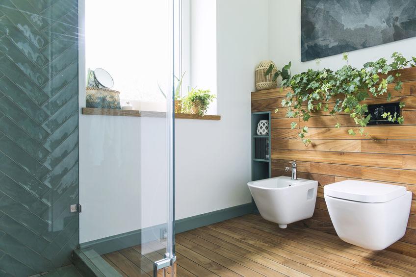 laminate flooring in the bathroom looking like wood