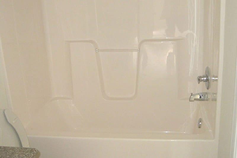 Bathtub Refinishing Damage Cost GuideBathRenovationHQ