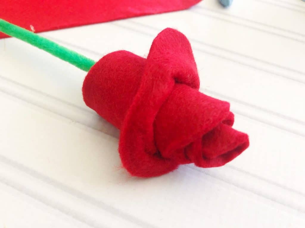 A red felt rose DIY craft