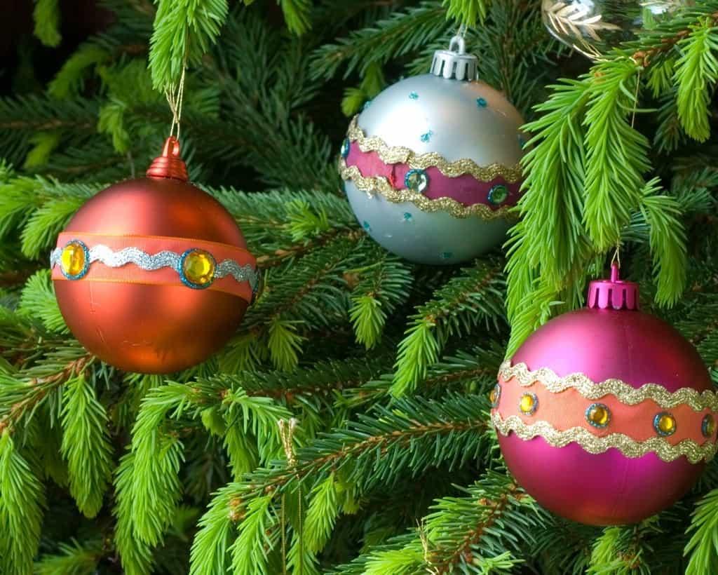 Custom decorated glass Christmas ball ornaments
