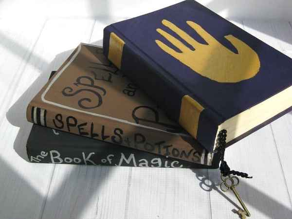 Cheap Halloween home decor: Three DIY Halloween spell books