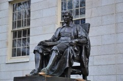 Statue de Mr Harvard (Cambridge)