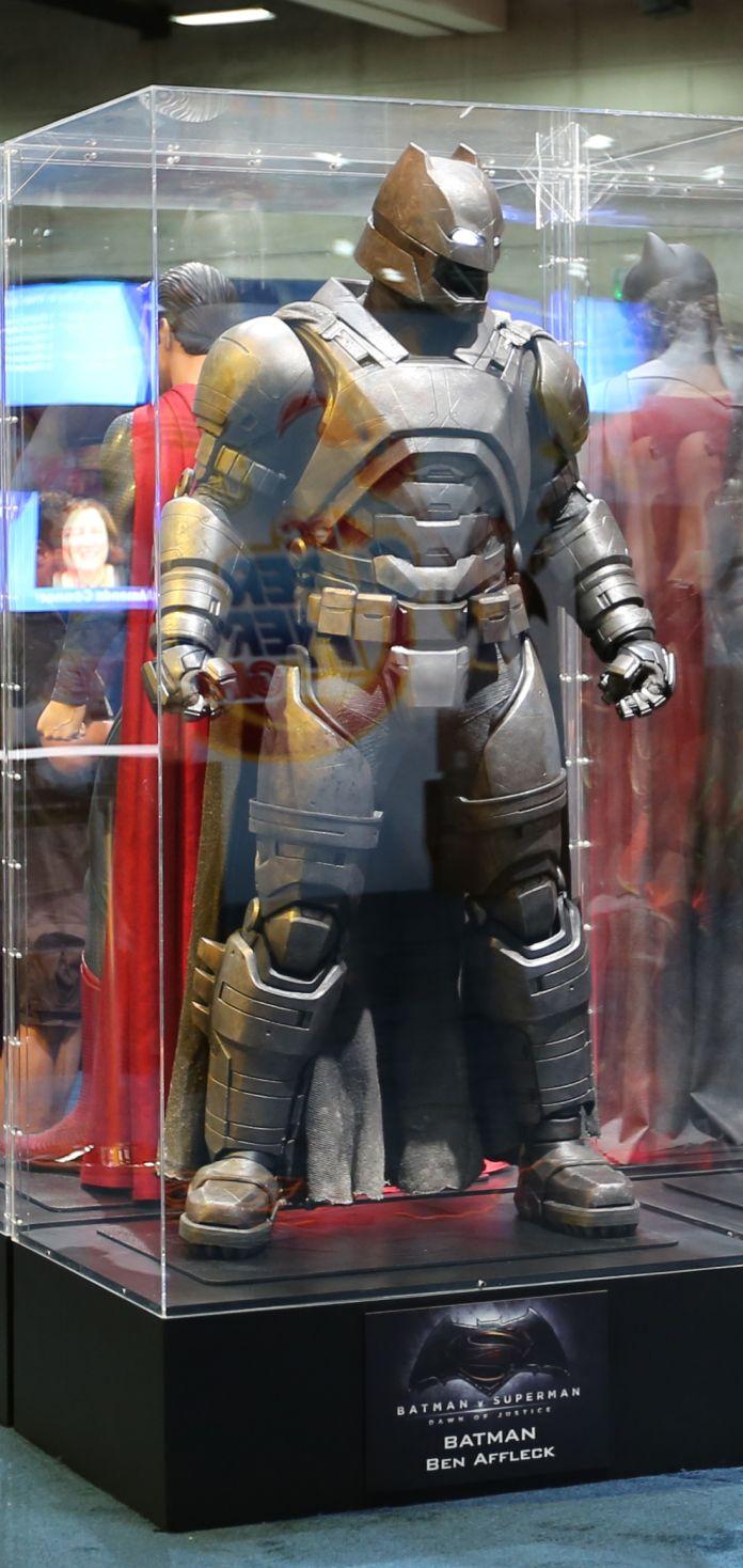 batman-v-superman-armor-comic-con-image