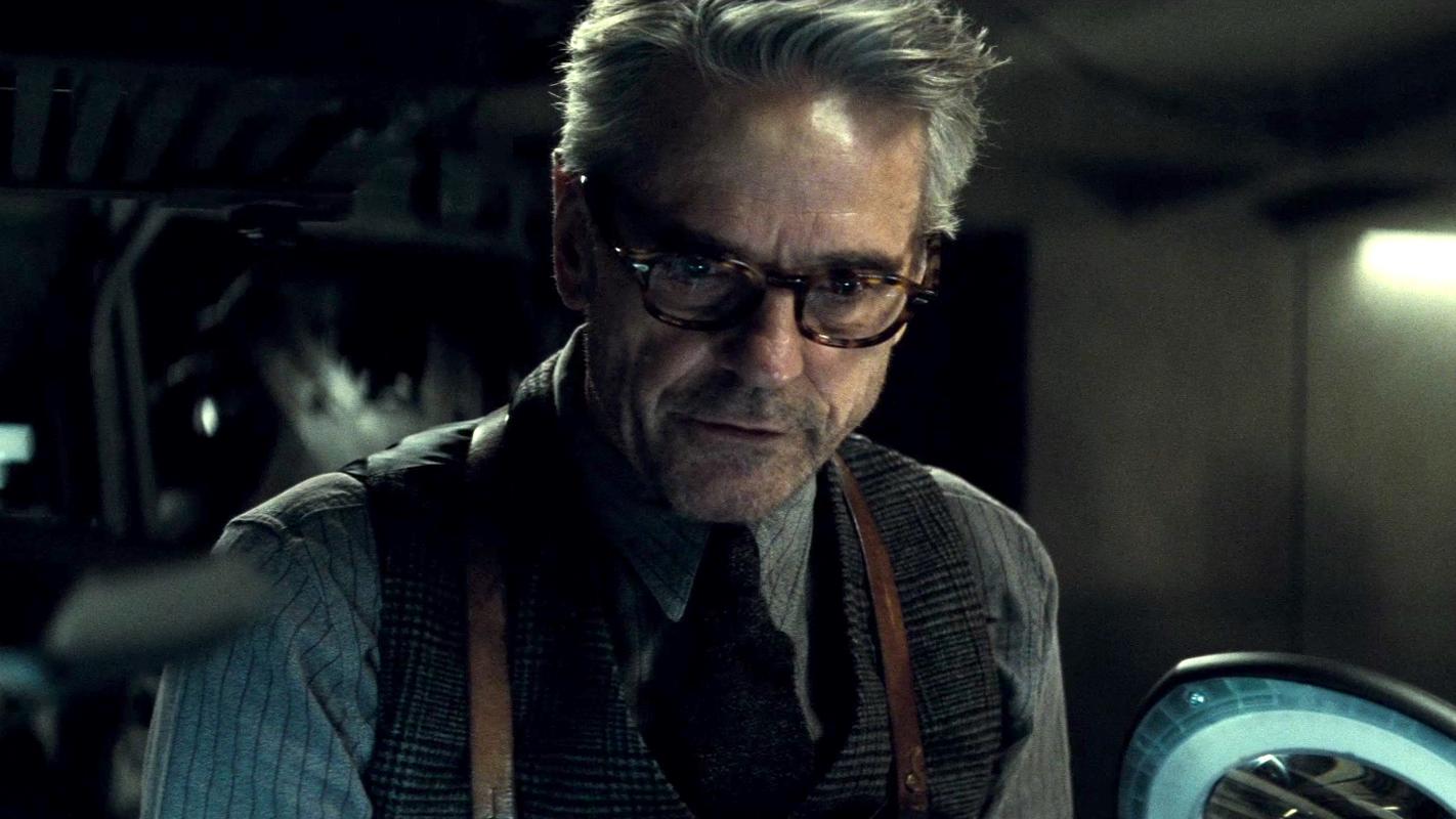 """""""Mycroft, que vois-tu ?"""" - """"Absolument tout ... Tel est mon fléau."""" Jeremy-Irons-Alfred"""