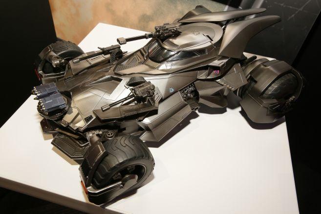 justice-league-batmobile-21