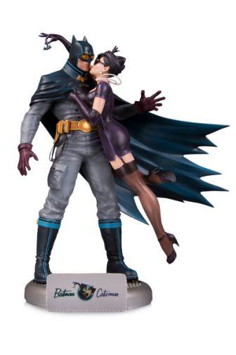 DC_Bombshells_Batman_Catwomanprimary_5a84af36201066.81908477